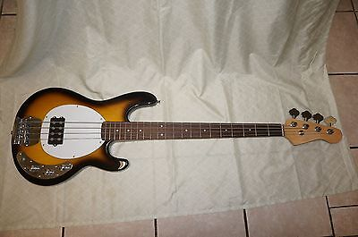 Bass guitar, 4 string, Solid wood body
