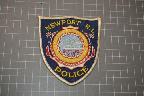 Newport Rhode Island Police Patch (B18)