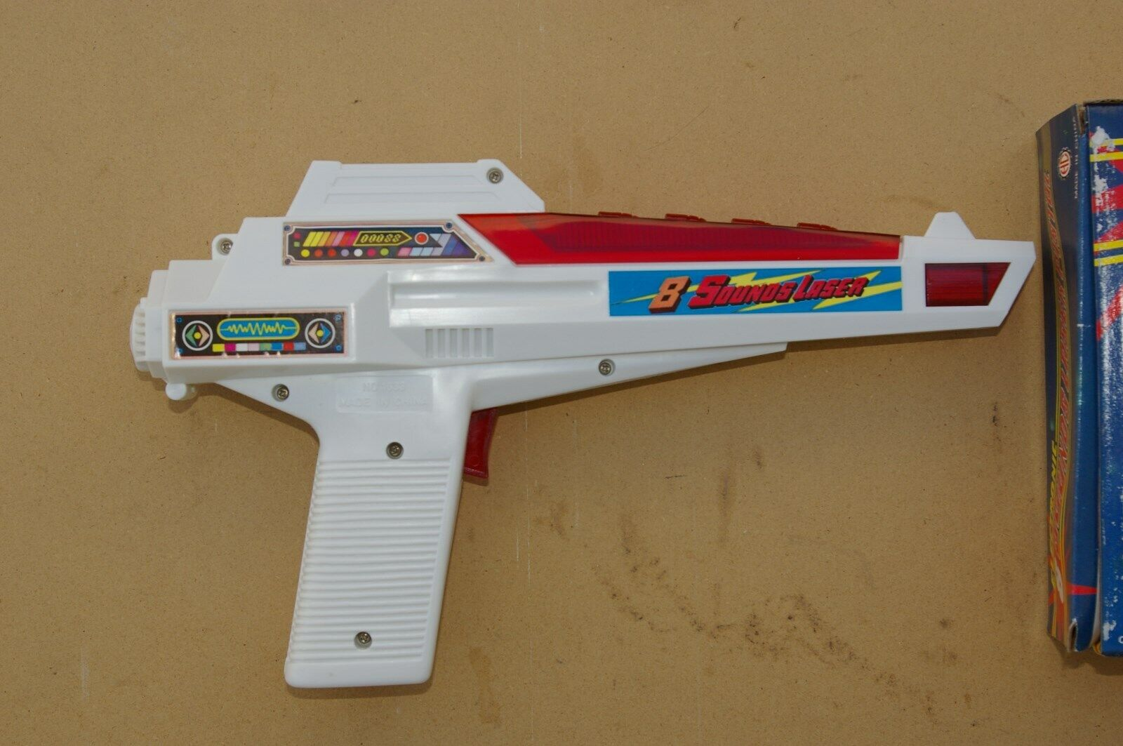 NEW SCIENCE FICTION '80's VINTAGE ELECTRONIC TOY GUN, 6 for $1