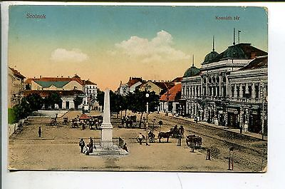 Szolnok Ungarn Kossuthter belebter Platz Denkmal Pferdekutsche Personen  um 1910
