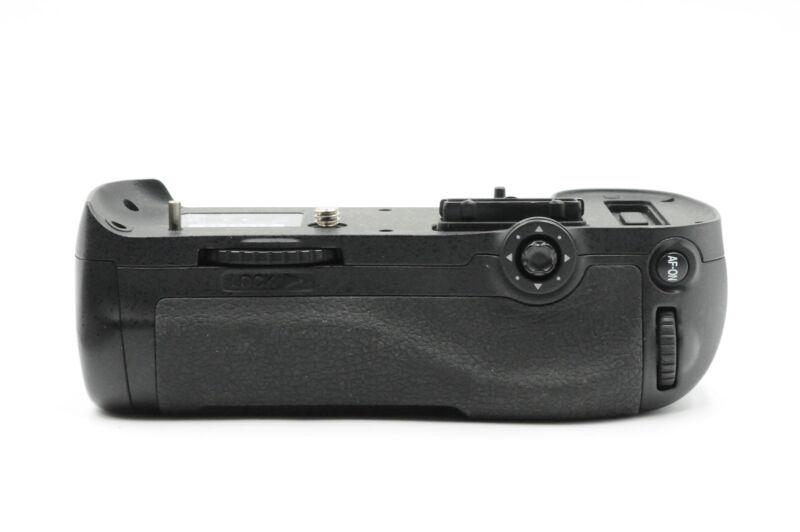 Genuine OEM Nikon MB-D12 Battery Grip for D800/D800E/D810/D810A #443