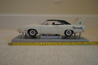 Plymouth Superbird 1970 1/18 scale Die Cast Metal Car