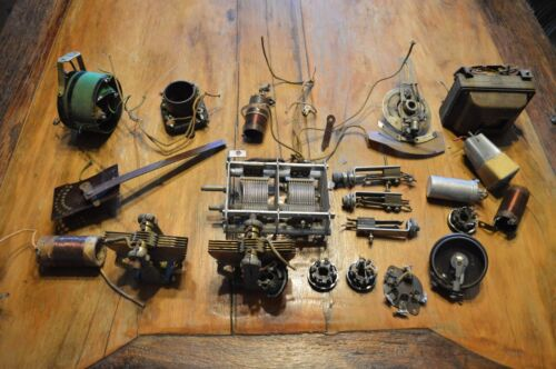 LOT OF 20 VINTAGE ANTIQUE RADIO PARTS, NOTHING HAS BEEN TESTED