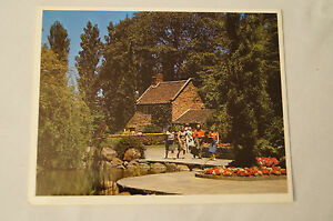 Melbourne-Captain-Cooks-Cottage-Fitzroy-Gardens-Collectable-Postcard