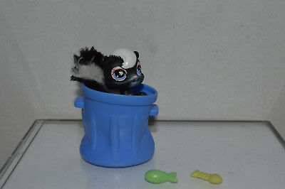 Littlest Pet Shop~#641~Skunk~Black White~Fluffy Tail~Trash Can~Fish & Skeleton - Skunk Skeleton