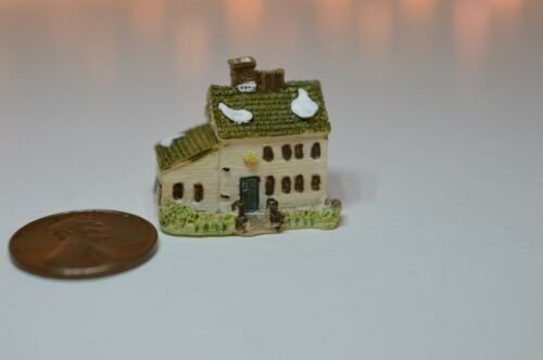 Miniature Manor House Sculpture in 1:12 doll scale A4188