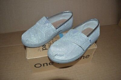 New in Box Toms Tiny Classic Silver Glimmer Girls Toddler - Toddler Girls Toms