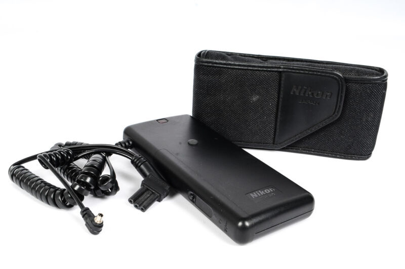 Nikon SD-8A Battery Pack (SB11,20-28,SB28DX,SB800,SK6 Bracket)