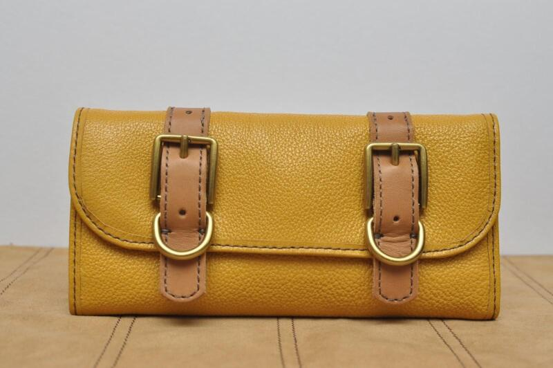 FOSSIL VINTAGE RE-ISSUE FLAP CLUTCH WALLET