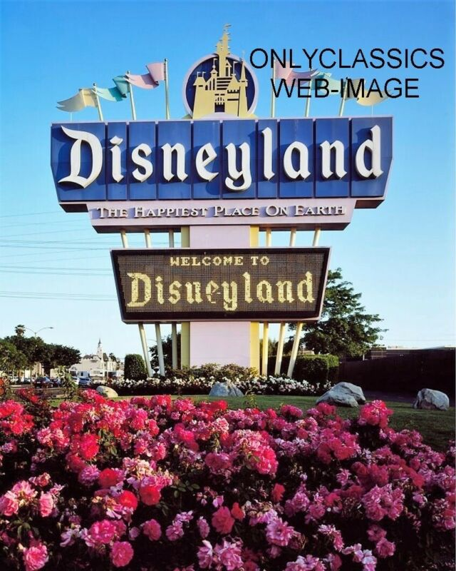 """1955 DISNEYLAND OPENING DAY WELCOME """"THE HAPPIEST PLACE ON EARTH"""" 8X10 PHOTO"""
