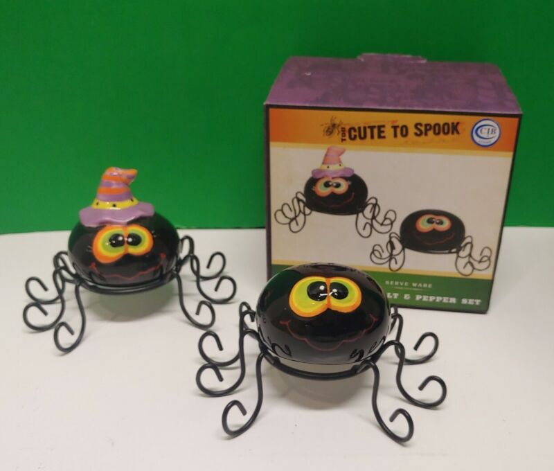 CRACKER BARREL Halloween Spiders TOO CUTE TO SPOOK Salt and Pepper Shaker Set