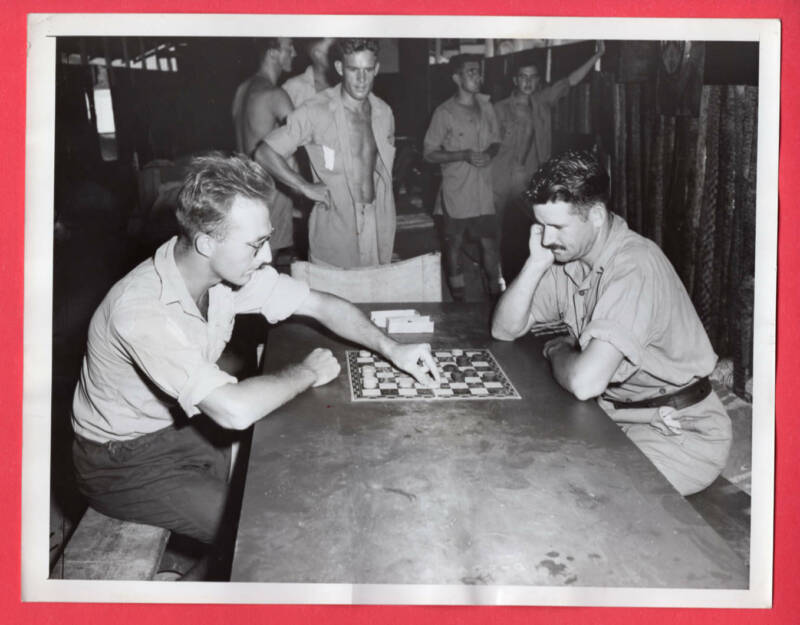 1943 RAF Personnel Playing Draughts Checkers in Australia Original News Photo