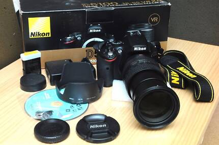 Excellent condition D5100 Nikon with AFS 18-200mm DX Zoom
