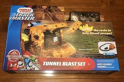 2017 Thomas and Friends Trackmaster Tunnel Blast Set Includes Diesel Train New