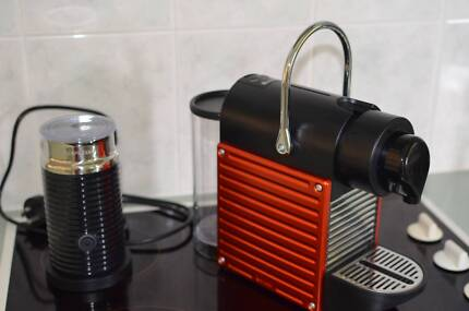 Breville Nespresso PIXIE coffee machine