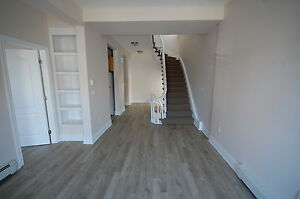 444RENT-Great Location, Downtown 3 Bedroom Queen St! Avail NOW!