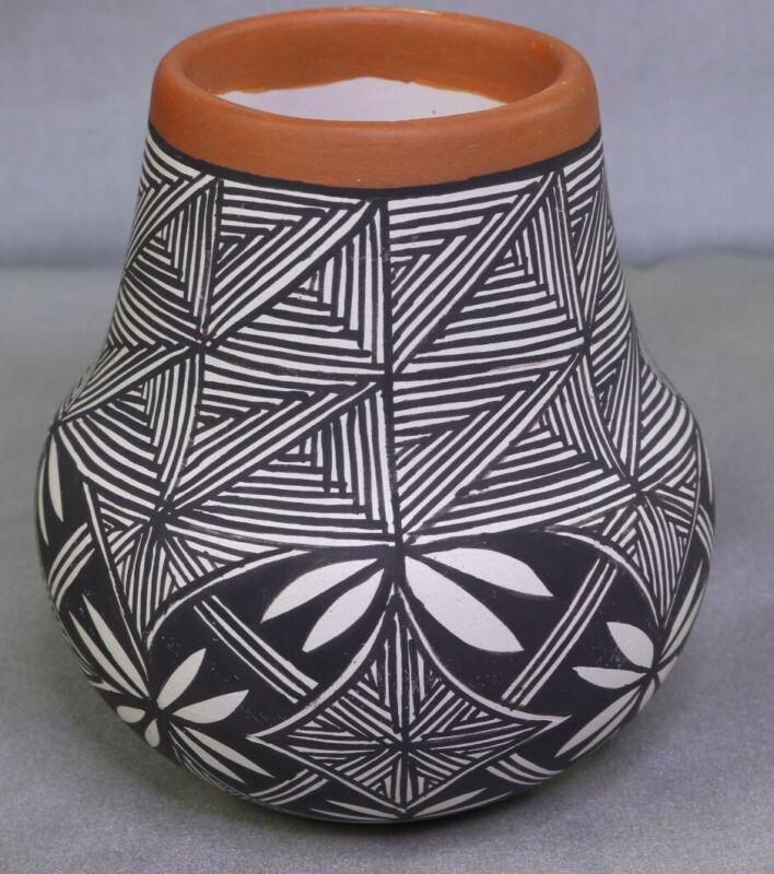 Acoma Pottery Vase ~ Signed C.H. ~ Super Nice - Beautiful!!!