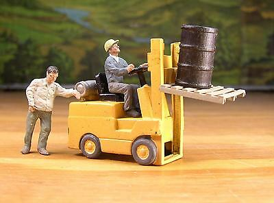 DETAILED HI-LO FORKLIFT WITH EXTRAS  PEOPLE PEWTER FIGURES S SCALE  LAYOUT READY