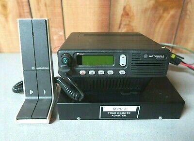 Motorola Mcs2000 M01ugl6pw4bn 800 Mhz Radio With Base Station Tray Microphone