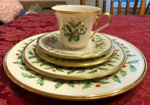 Lenox 5 Piece Place Setting In The Holiday Holly Pattern,Cream W/24 Ct Gold Trim