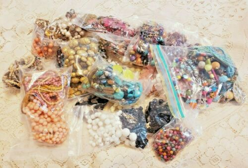 60 Piece Vintage and Modern Mixed Beaded Necklace Lot - Lisner, Jay Feinberg