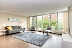 Renovated & Bright 2 Bedroom by Luxury Lakefront | Pet Friendly