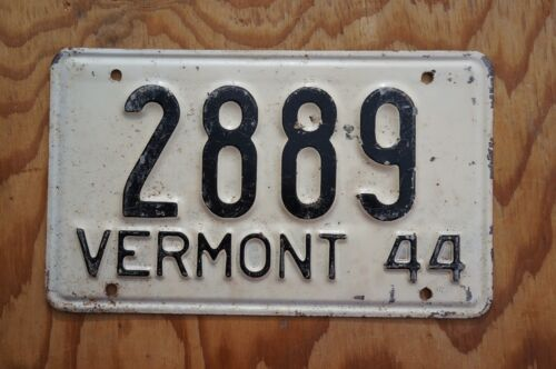 1944 Vermont License Plate Low 4 Digit # 2889
