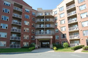 Beautiful and Bright 1 Bedroom w/In-Suite Laundry!