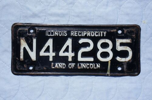 Vintage Illinois Reciprocity License Plate Topper Tag