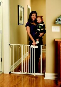 New White Regalo Easy Step Walk Thru Gate, Baby Toddler Pet Child Safety Doorway