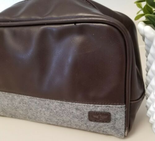 Dockers Compact Travel Kit. 2 Toned COLORWAY And Material. Travel Pack Menw. New - $18.99