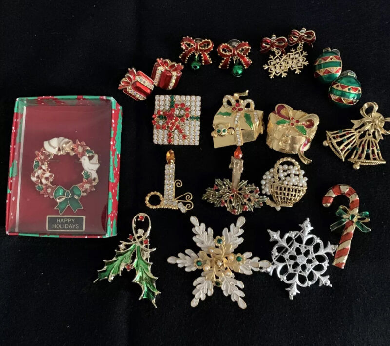 12 Vintage Jewelry Christmas Holiday Wreath  Holly Pins Brooches 4 Earring