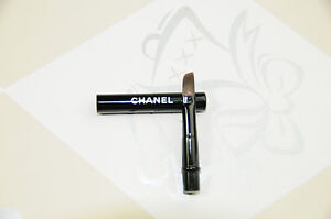 Chanel-Lip-Brush-with-Lid-Mini-Size
