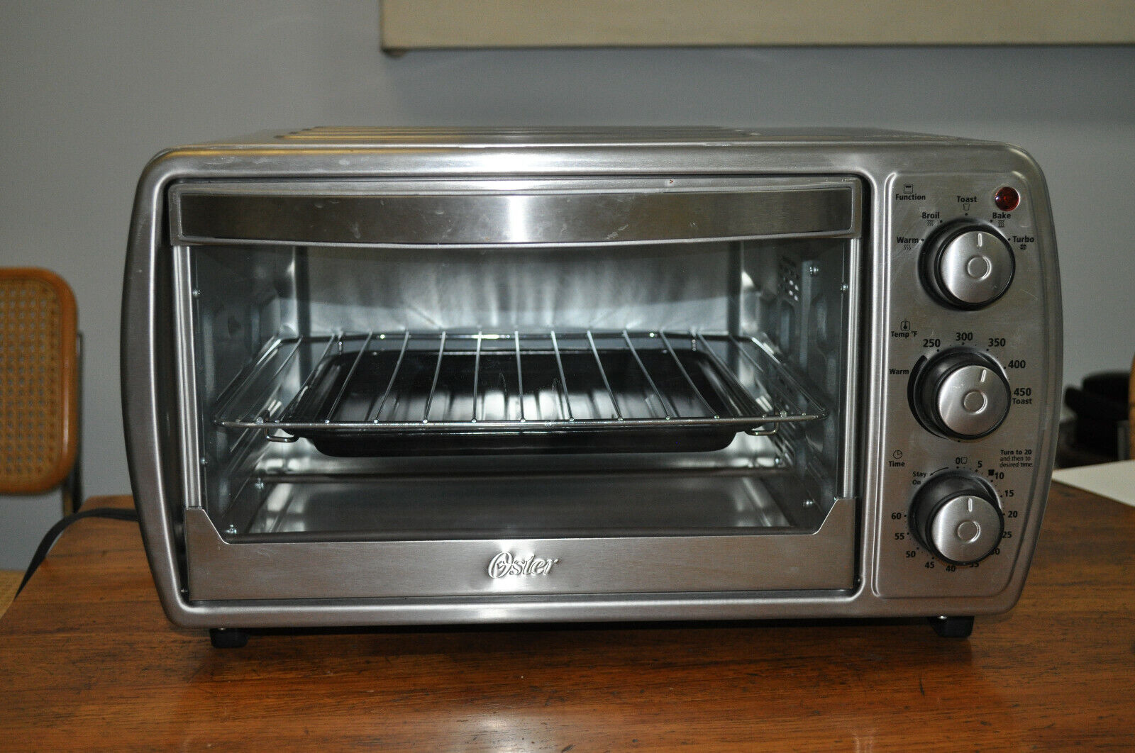 Oster TSSTTVCG02 Oster 6 Slice Convection Toaster Oven with