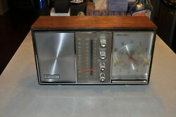 Triumph RK-1004 Solid State AM/FM Table Top Radio Clock Alarm Tested & Works