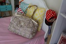 COACH LUXURY SIGNATURE BAG - EXCELLENT CONDITION Kellyville The Hills District Preview
