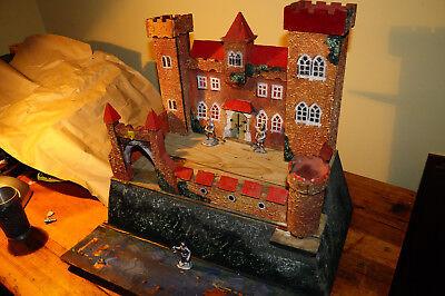 antike alte Ritterburg aus Holz und Masse