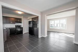 Beautiful 3 bedroom TOWNHOUSE, corner unit for May 10th! NORTH