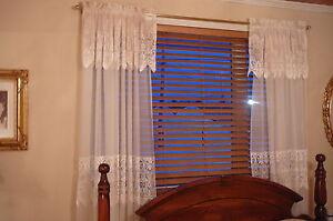 store de bois1 et rideaux