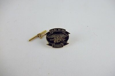 US ARMY SEAL EMBLEM GOLD COLORED LAPEL PIN BADGE 1 INCH