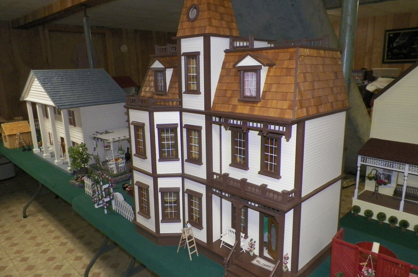 Ddee's Variety and Dollhouse Minis