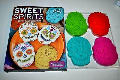 Halloween Dessert Cookies (Sweet Spirits Skull Cookie Cutters Set - Day of the Dead Muertos -Halloween)