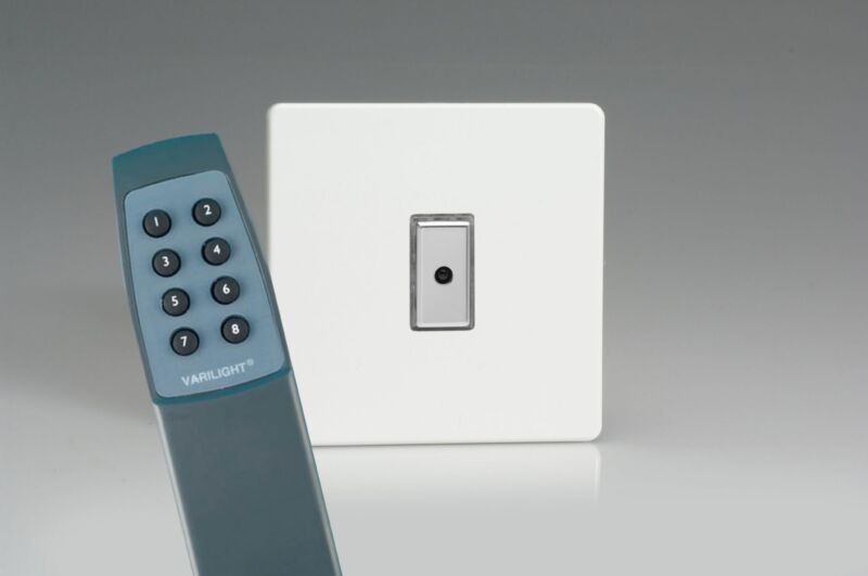 Varilight Eclique 2 - Screwless Premium White 1-Gang 1-Way Remote Control/Touch Master LED Dimmer 1 x 0-100W