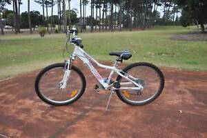 Girls Giant Areva mountain bike, BARGAIN, EXCELLENT CONDITION