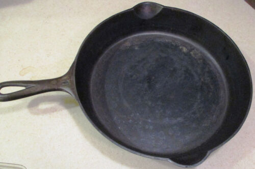 Vintage GRISWOLD 716 B Cast Iron Frying Pan #10 Skillet SMALL LOGO