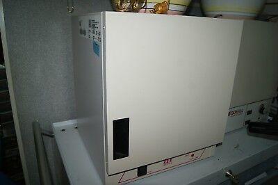 Lab-line Model 120 Incubator