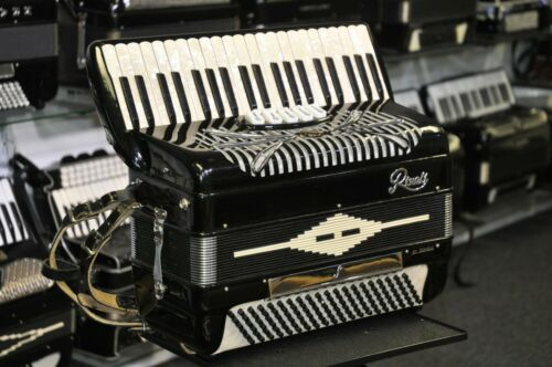 120 bass Sonola Rivoli accordion, made in Italy EXCELLENT!