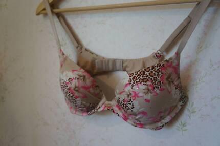 NEW Victoria Secret Bra 10C or US32C Floral Lingerie