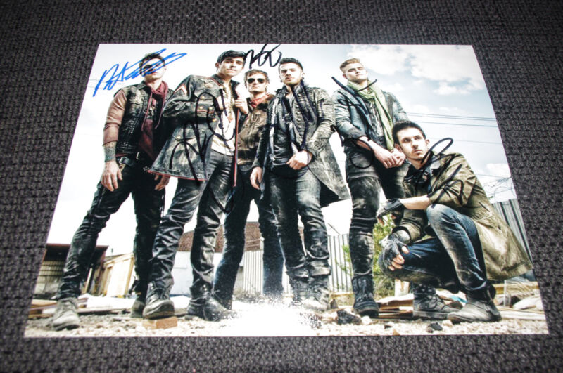 CROWN THE EMPIRE signed 8x11 inch autograph Photo InPerson 2014 in Germany LOOK