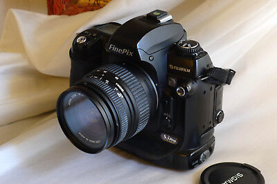 Fuji fujifilm finepix s3 pro Nikon body + sigma 18-50 dc zoom lens - Fuji S3 Pro
